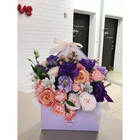 Цветочное послание чернично-персикового цвета